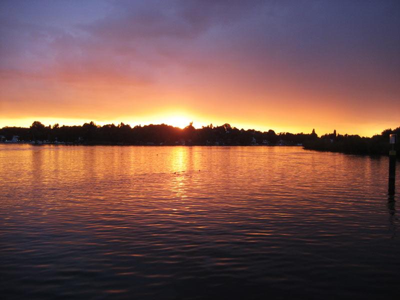Sonnenuntergang Spree auf Motorboot Heidelberg für Schiffstouren Berlin