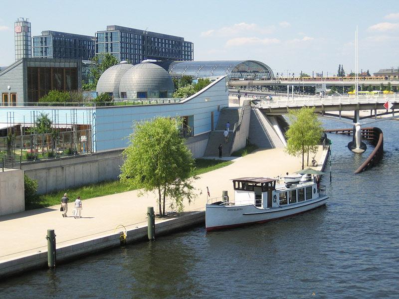 Schiffstour Regierungsviertel auf der Motorboot Heidelberg für Schiffstouren Berlin