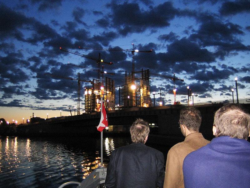 Schiffstour bei Nacht auf der Motorboot Heidelberg für Schiffstouren Berlin