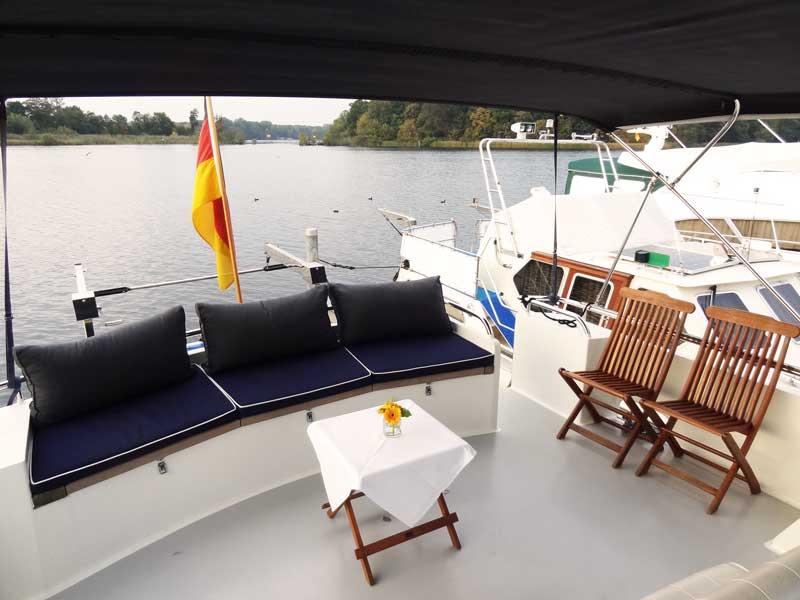 Charter-Yacht Dachs auf Deck für Boot mieten in Berlin
