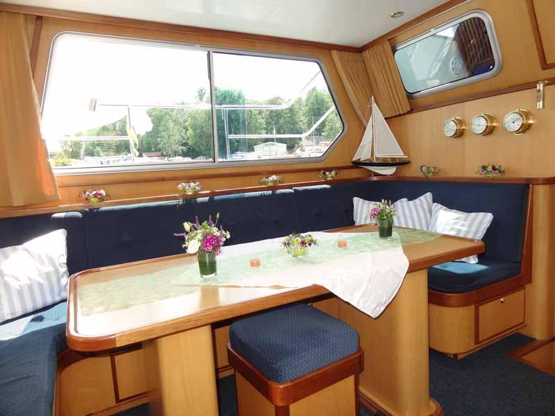 Charter-Yacht Dachs innen für Boot mieten in Berlin