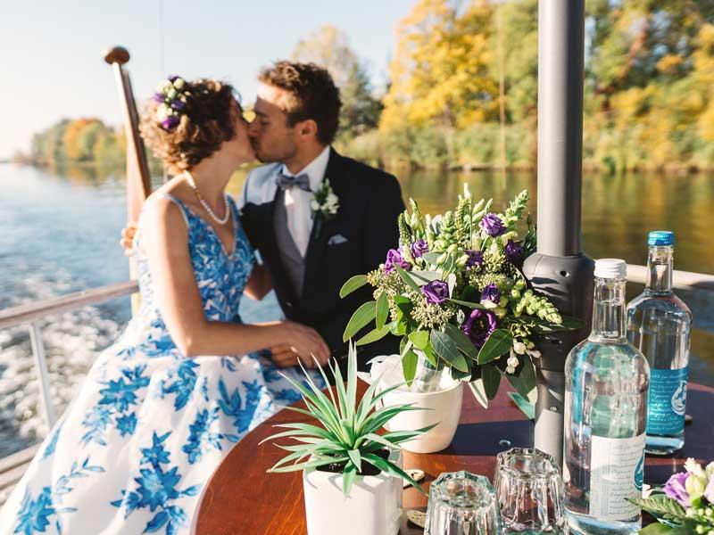 Hochzeit auf dem Motorboot Heidelberg für Schiffstouren Berlin